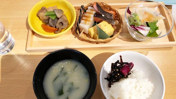 朝食の和食セット